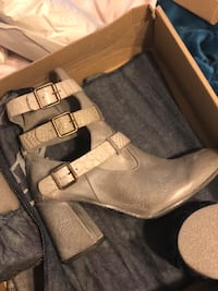 Pair of Grey leather boots Arvada, 80005