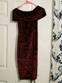 women's red and black scoop-neck dress 37 km