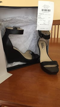 pair of black anklestrap open-toe shoes with black box Hampstead, 21074