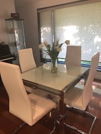 Extendable tempa glass table - chairs sold separately  Toronto, M3B