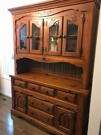 Antique red oak wood hutch in great condition. 5 drawers, 4 cabinets Purcellville, 20132