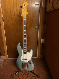 Fender Jazz bass w/ 70's All Parts neck- excellent condition Hampton, 23666