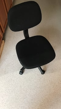 Black office rolling chair, great condition  Washington, 20032