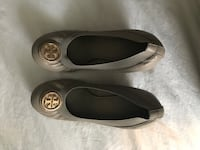 pair of gray Tory Burch leather flats Ooltewah, 37363