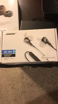 black and white wireless headphones box 12 mi