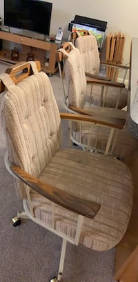 set of 4 rolling chairs West Chester, 19382