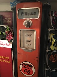 Phillips 66 1936 gas pump lights up no rust good condition solid. Comes with globe but not original glass