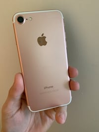 Rose gold iphone 7  930 mi