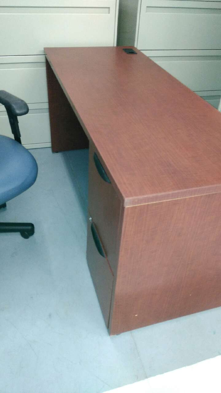 Nice Rich Mahogany Office Desk In Good Condition