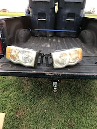 02-05 dodge truck headlights. Oxford, 19363
