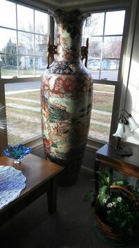 Oriental....Vase absolutely beautiful Springville, 84663