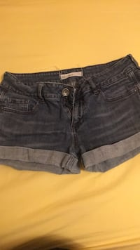 Shorts size 5 Bellflower, 90706