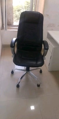 black leather office rolling chair Mumbai, 400065
