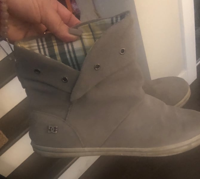 DC women's grey suede boots ~ women's 10 ~ retailed $125+ 0