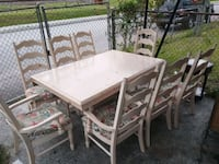 Kitchen table sits 8 come with two leafs North Charleston, 29405