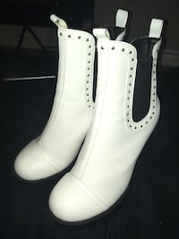 pair of white leather boots 539 km