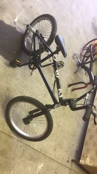 black and red BMX bike Des Moines, 50317