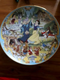 Disney Snow White musical plate.  Whitby, L1P 1A1