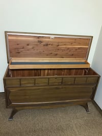 Urgent Moving sale ( cedar chest) Beaconsfield, H9W