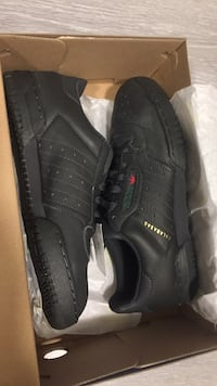 Adidas yeezy powerphase size 7  New Westminster, V3M