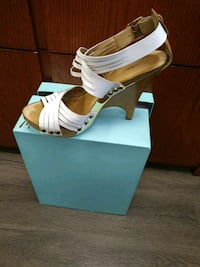 pair of white leather open-toe heels with box Montréal, H4R 2B4