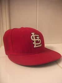 red and white San Francisco 49ers cap