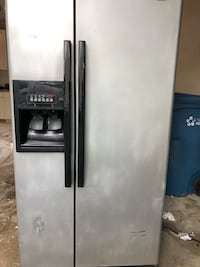 Refrigerator with ice and water dispenser Woodbridge, 22193