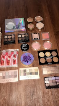 assorted make up palette lot White City, 97503