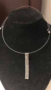 Vintage silver colored necklace on wire Sterling Heights, 48313