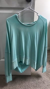 Women's teal long-sleeved opened back sweater (SIZE SMALL) Stockton, 95219