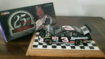 black and white Goodwrench stock car scale model