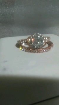 rose gold  and cz diamond ring sz9 Surrey, V3W 4N6