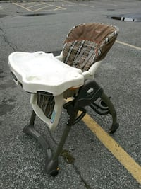 white and brown wooden rocking chair Gatineau, J8Y 3T7