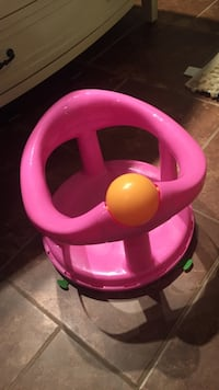Baby bath seat with suction bottom Kamloops, V2E 1Y9