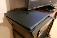 PS4 SLIM MINT CONDITION ! ! ! Windsor, N8Y