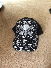 black and white skull printed fitted cap