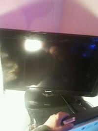 "32"" phillips lcd tv. Works.."