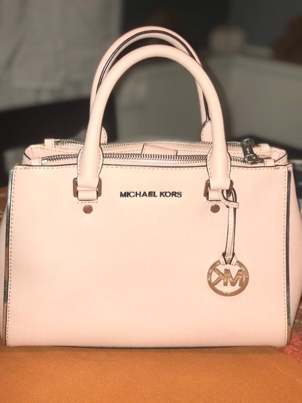 Used light pink michael kors leather tote bag for sale in Cape May - letgo 60b61502fd1c4