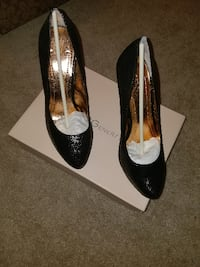pair of black leather pointed-toe pumps WASHINGTON