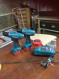 2 Makita drill with charger and batteries Ottawa, K4A 3S4
