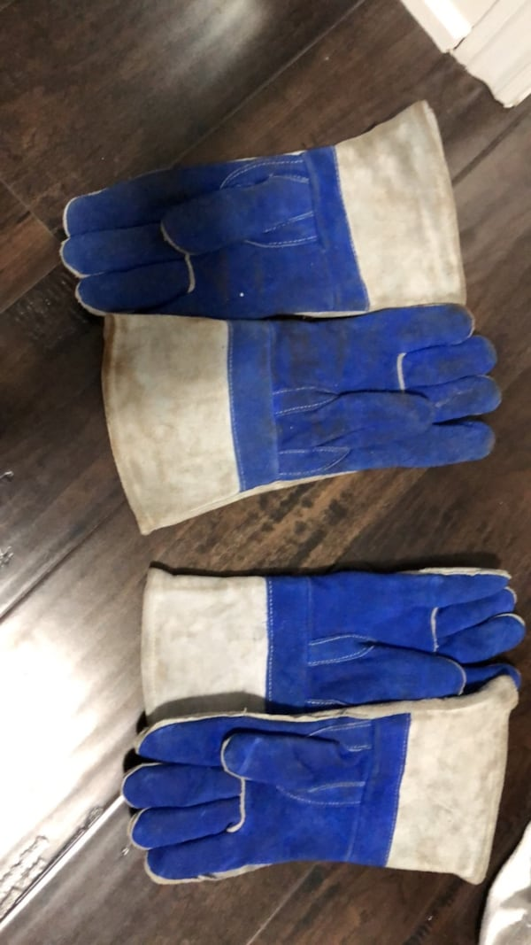 Two pairs of welding gloves  bd08fc4c-8a19-4ce7-8bd7-6ee5cbffd9cd