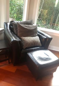Brown leather chair and ottoman  Gig Harbor, 98335