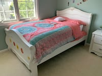 Full bedroom set for sale includes full bed side table and dresser. Does not include mattress