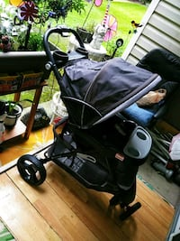 baby's black and gray stroller Kent, 98032