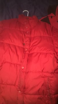 red zip-up bubble jacket Upper Marlboro, 20772