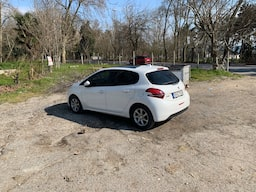 2015 Peugeot 208 1.4 HDI 68 HP ACTIVE 88858157-f787-4879-bf76-0f9022184f2a