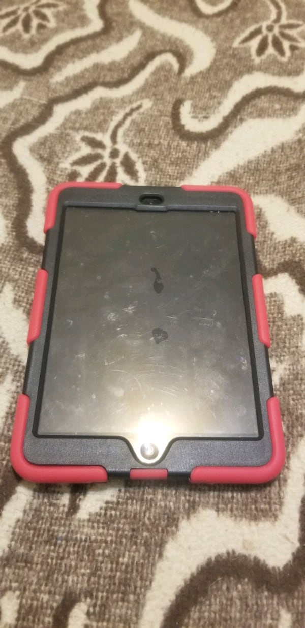 iPad mini 16gig with case and charger  3