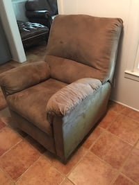 Brown reclining chair  Fort Worth, 76133