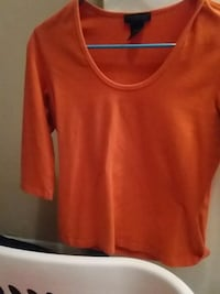 women's red scoop-neck quarter-sleeved top