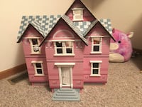 Melissa and Doug doll house with furniture 560 mi